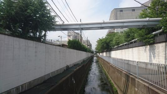 両側には京都伏見の印 月桂冠株式会社大手蔵