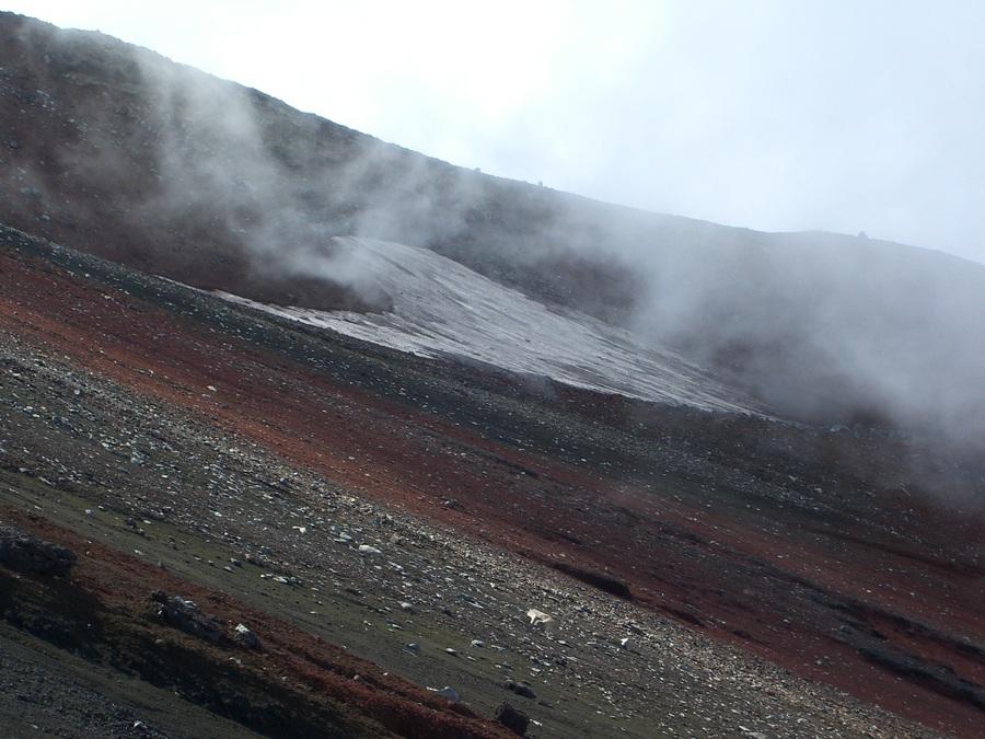 富士登山~登頂後に思い切って富士山火口周りの「お鉢巡り」も