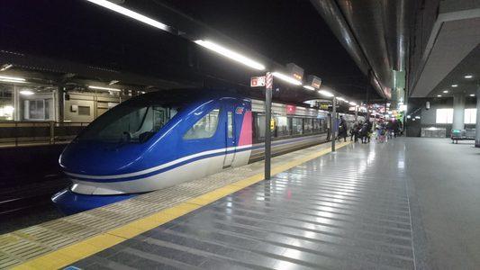 JR京都駅に特急スーパーはくと到着 (京都府京都市)