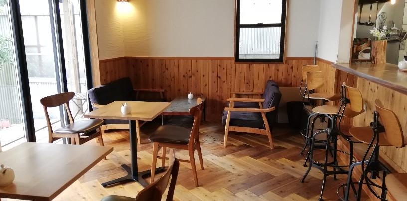 落ち着いた店内風景 の喫茶店「コーヒースタンド ブラッキー」